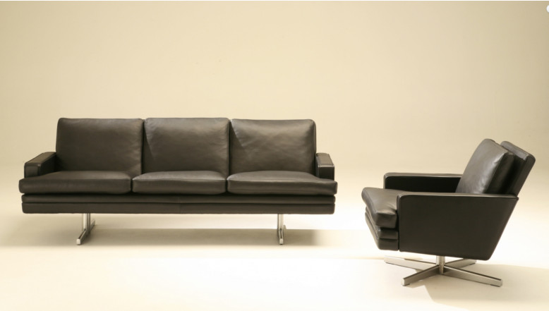 Bildet viser lav rygg og 3 seter sofa